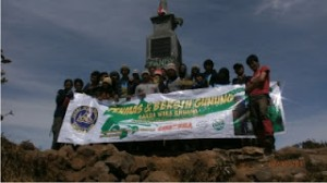Gambar 4 Peserta di puncak Gunung Lawu 2