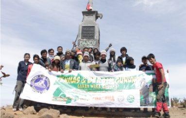 Pendakian Massal dan Bersih Gunung