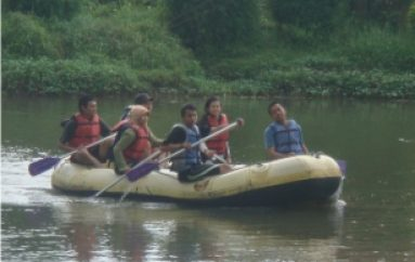 Latihan Rafting