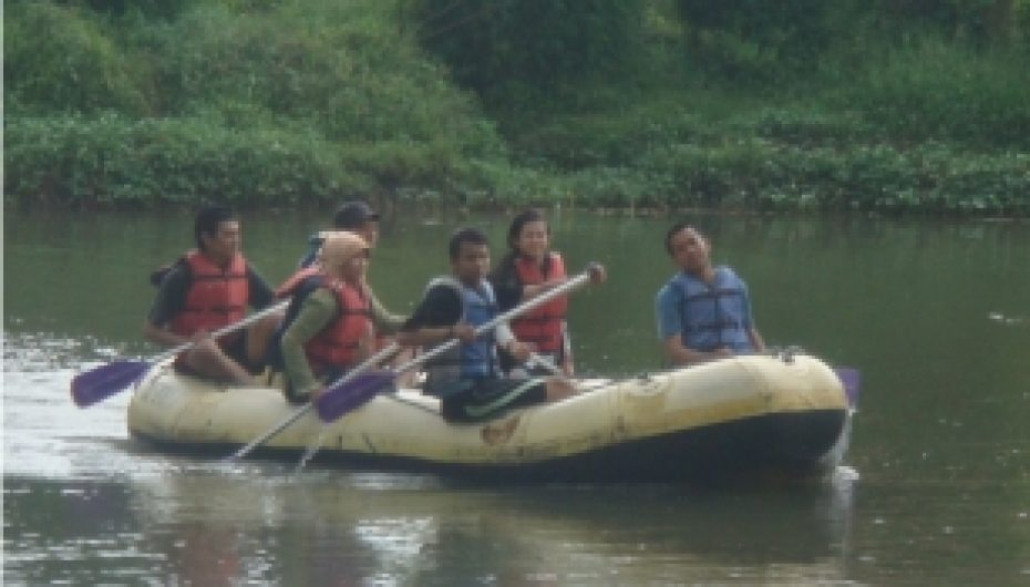 Latihan Rafting